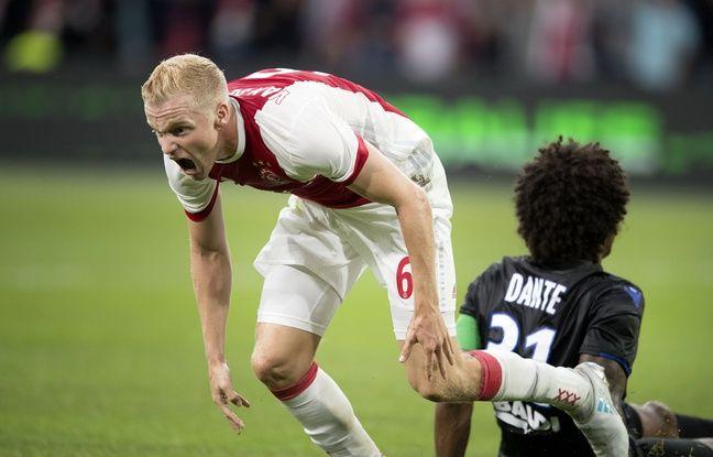 Donny van Beek, le milieu de terrain d'Ajax, exprime sa joie après son but lors du match Nice-Ajax, le 2 août 2017.