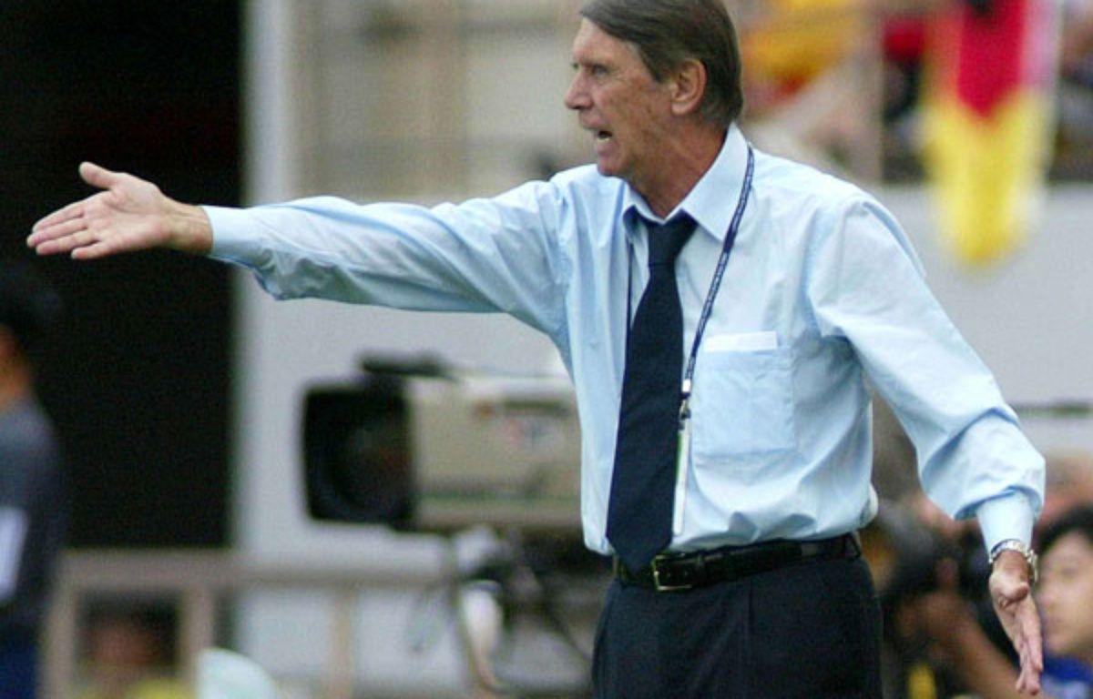 Cesare Maldini, sur le  banc du Paraguay en 2002.  –  BETH A. KEIZER/AP/SIPA