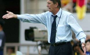 Cesare Maldini, sur le  banc du Paraguay en 2002.