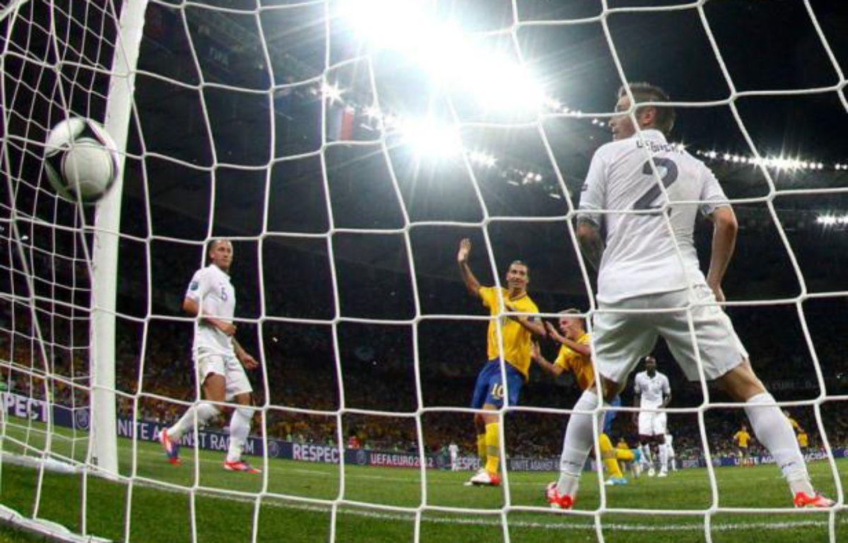Larsson cruficie l'équipe de France, battue par la Suède 2-0 le 19 juin, lors de l'Euro 2012. – M.DRADER/REUTERS
