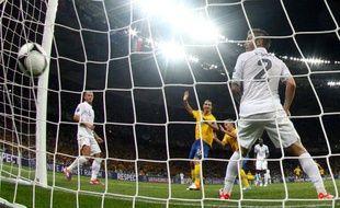 Larsson cruficie l'équipe de France, battue par la Suède 2-0 le 19 juin, lors de l'Euro 2012.