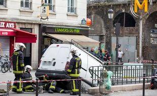 Une camionnette s'est encastrée dans une station de métro