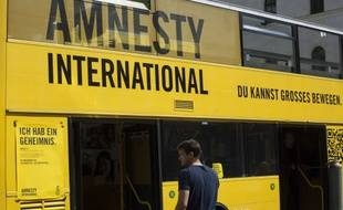 Un bus de l'ONG Amnesty International.