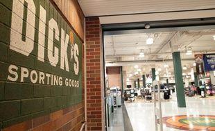 Un magasin de sports Dick's Sporting Goods de Chicago - Illustration