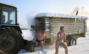 Jeux de neige près de Bobrovka, Russie, le 27 décembre 2009.