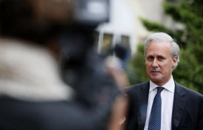 Georges Tron, maire UMP de Draveil (Essonne), a été condamné vendredi pour diffamation par le juge des référés d'Evry, devant lequel il était assigné par Jacques et Philippe Olivier, qui étaient candidats (SE) contre lui aux législatives, a-t-on appris auprès du tribunal d'Evry.