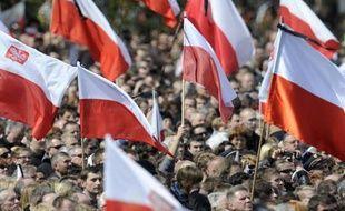 Trois ans après la catastrophe du Tupolev présidentiel polonais qui s'était écrasé le 10 avril 2010 en tentant d'atterrir par un épais brouillard à Smolensk en Russie, les théories de complot vont bon train en Pologne, alors que Varsovie réclame en vain à Moscou la restitution de l'épave de l'avion.