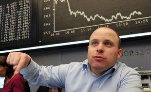 Les Bourses européennes et Wall Street ont terminé dans le rouge mercredi, l'annonce du départ prochain du chef du gouvernement italien Silvio Berlusconi ne parvenant pas à apaiser les craintes des investisseurs quant à la situation de ce pays très fortement endetté.