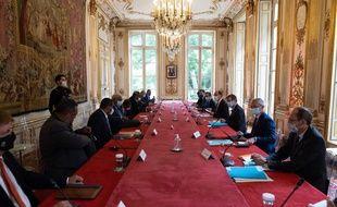 Discussions entre les élus de la Nouvelle-Calédonie et le gouvernement, à Matignon le 26 mai 2021.