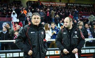 L'entraîneur des avants du Stade Toulousain William Servat (à droite) au côté du manager général Guy Novès lors du match de Top 14 entre Toulouse et Lyon, le 21 février 2015.