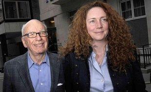 Rupert Murdoch (gauche) et Rebekah Brooks (droite) au Stafford Hotel, à Londres, en Grande-Bretagne, le 10 juillet 2011.