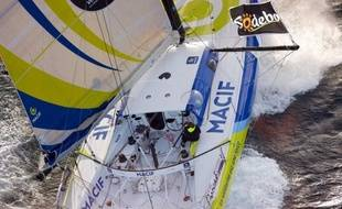 "French skipper Francois Gabart sails onboard his ""Macif"" monohull during a training session on September 24, 2012 off the coast of Penmarc'h, Western France. The 7th edition of the Vendee Globe solo round-the-world race which will start on November 10, 2012. AFP PHOTO / JEAN-MARIE LIOT / DPPI"