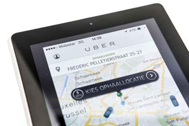 uber en col re contre la baisse des tarifs les chauffeurs cr ent un syndicat. Black Bedroom Furniture Sets. Home Design Ideas