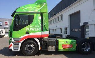 Ce camion Iveco roule au gaz naturel liquéfié.
