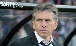 (FILES) This file photo taken on May 14, 2016 shows Nice's French head coach Claude Puel looking on during the French Ligue 1 football match Guingamp against Nice on May 14, 2016 at the Roudourou stadium in Guingamp, western of France.  Claude Puel was dismissed as Nice's coach, the club announced on May 24, 2016. / AFP PHOTO / FRED TANNEAU
