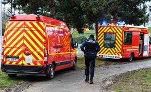Des camions de pompiers près de l'endroit où un homme a poignardé des passants, le 3 janvier 2020 à Villejuif.