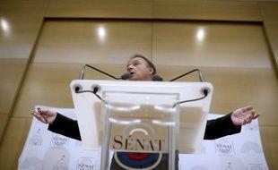 Le président PS du Sénat, Jean-Pierre Bel, a annoncé mercredi à l'AFP le report après les élections de 2012 des états généraux des collectivités qui étaient prévus en février.