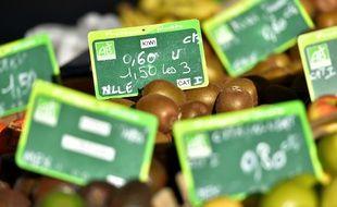 Des fruits issus de l'agriculture biologique sur des étals (illustration).