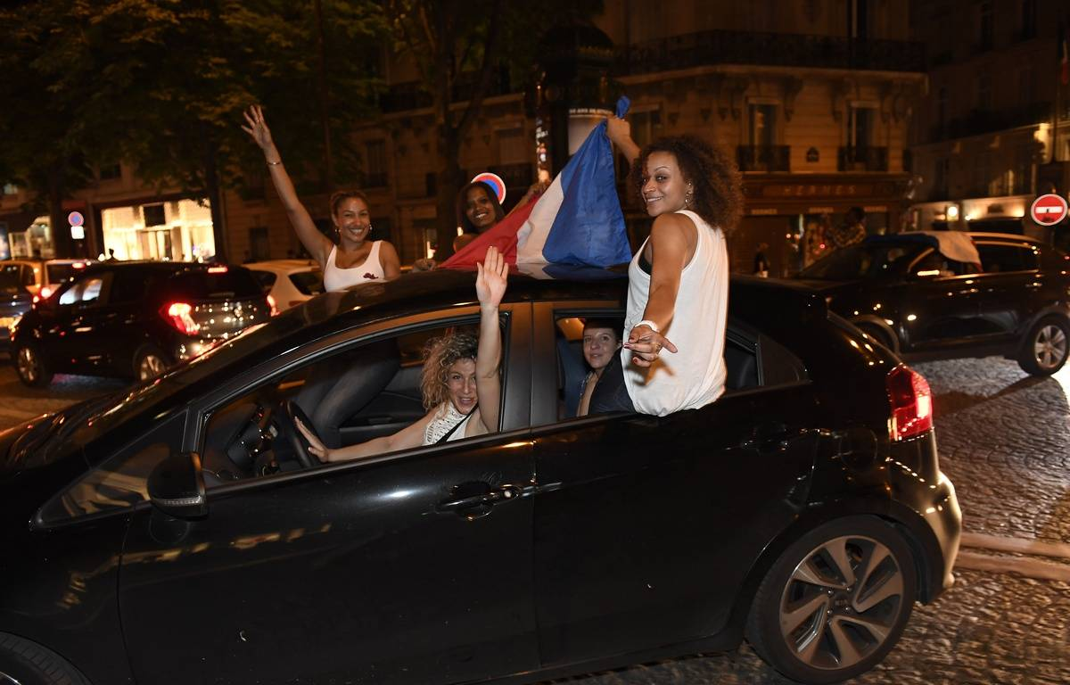 Des supporters français après la victoire des Bleus contre l'Allemagne (2-0), le 7 juillet 2016. – SIPA
