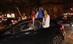 Des supporters français après la victoire des Bleus contre l'Allemagne (2-0), le 7 juillet 2016.