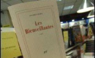"""""""Les Bienveillantes"""", confession apocryphe de plus de 900 pages d'un ancien officier SS, devance """"Marilyn, dernières séances"""" de Michel Schneider (Grasset) et """"Ce qui est perdu"""" de Vincent Delecroix (Gallimard), dans le classement du Grand prix de l'Académie française."""