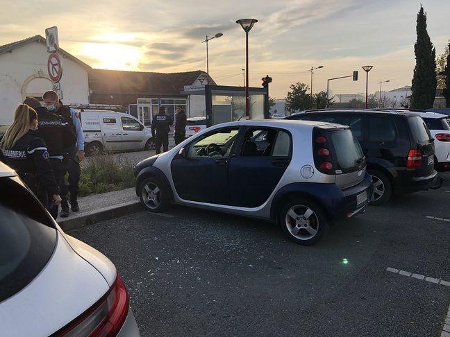 Des voitures ont également été endommagés.