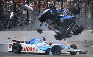 Le spectaculaire accident de Scott Dixon.
