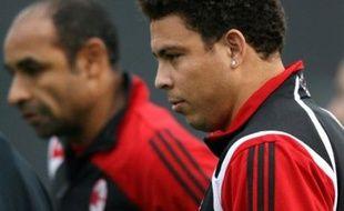 L'AC Milan, qui a réussi à repousser les avances du Real Madrid pour Kaka, pourrait laisser partir son ancienne gloire brésilienne Ronaldo, tout juste revenu de blessure après 6 mois d'absence. Le club lombard a autorisé Flamengo à négocier avec son attaquant.
