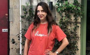 """La Nantaise Mathilde Cabanas porte l'un de ses t-shirts """"Bisou"""", à Nantes,le 13 septembre 2021"""