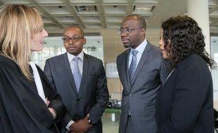 Les enfants de Jonas Savimbi, Cheya, Alleluia et Helena, avec leur avocate Carole Enfert, le 3 février 2016 au tribunal à Paris
