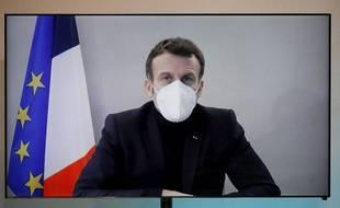 Emmanuel Macron a été testé positif au coronavirus ce jeudi, et l'Elysée promet la plus grande transparence sur son état de santé.