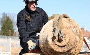 Une bombe de 500kg datant de la Seconde guerre mondiale a été désamorcée à Caen, le 14 février 2010.