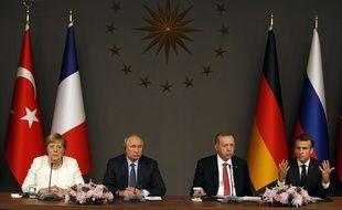 Angela Merkel, Vladimir Poutine, Recep Tayyip Erdogan et Emmanuel Macron à Istanbul pour le sommet quadripartite sur la Syrie, le 27 octobre 2018.