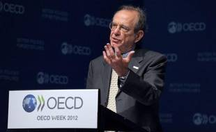 """L'économie de la zone euro devrait être """"sans croissance"""" cette année et la crise qu'elle connaît """"demeure la plus importante source de risques pour l'économie mondiale"""", a estimé mardi l'OCDE, qui se montre toutefois plus optimiste en ce qui concerne les Etats-Unis."""