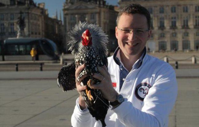 Vincent Prêtet, dirigeant de 33entrepreneurs, devant la place de la Bourse à Bordeaux