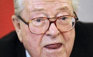 """La condamnation de Jean-Marie Le Pen pour ses propos sur l'Occupation qui n'aurait pas été selon lui """"particulièrement inhumaine"""", est devenue définitive mercredi, la Cour de cassation ayant rejeté le pourvoi du président d'honneur du FN, a-t-on appris de source judiciaire."""