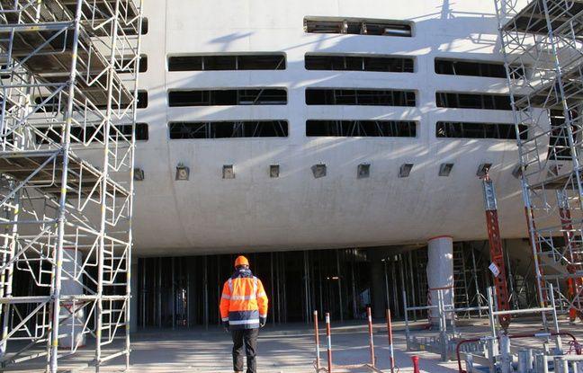 Parvis de la future Bordeaux Metropole Arena, à Floirac