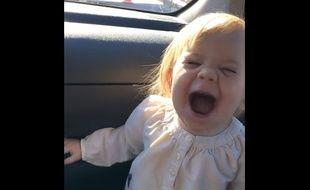 Playback d'une chanson d'Adele par un bébé, décembre 2015.