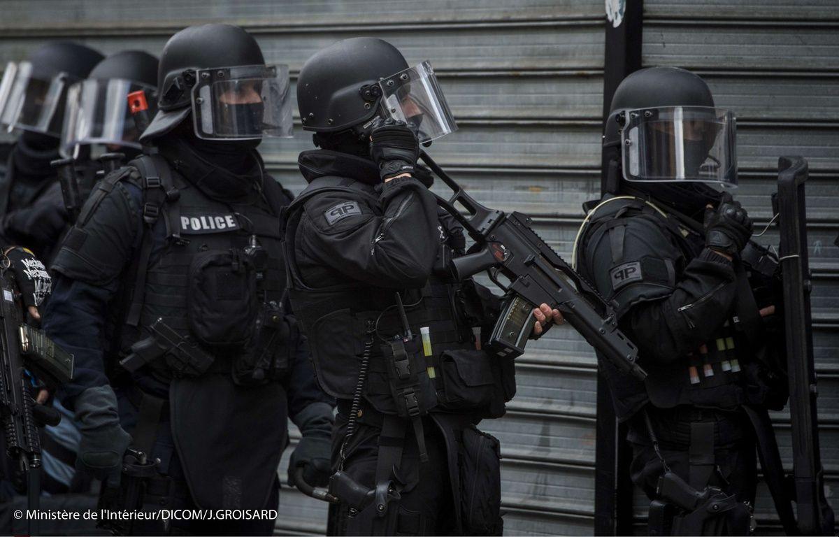 Les policiers du Raid à Saint-Denis, le 18 novembre 2015 – Jerome GROISARD/AP/SIPA