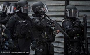 Les policiers du Raid à Saint-Denis, le 18 novembre 2015