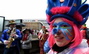 Des festivaliers célèbrent le lancement du carnaval de Cologne, en Allemagne, le 4 février 2016