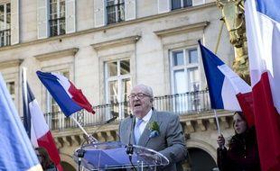 Jean-Marie Le Pen, cofondateur du Front national, le 1er mai 2016 place des Pyramides à Paris.
