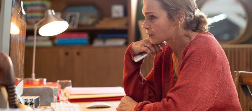 Claire Keim dans la fiction M6 Harcelés.
