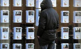 Traditionnellement le marché des transactions immobilières dans l'ancien (800.000 en 2011) se partage entre les ventes entre agences immobilières (50%), notaires (10%) et particuliers (40%).