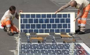 Illustration des dalles photovoltaïques commercialisées par Colas.