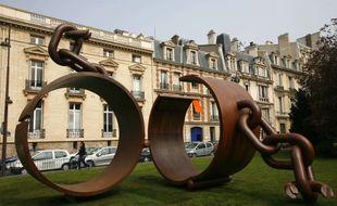 Une sculpture commémorant l'abolition de l'esclavage, à Paris.