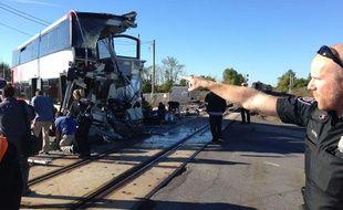 Le bus à l'impérial après une collision avec un train à Ottawa, Canada, le 18 septembre 2013.