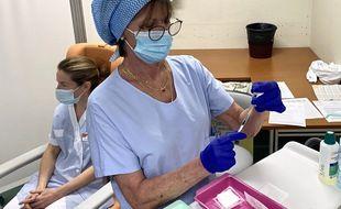 La campagne de vaccination avec l'AstraZeneca a démarré ce dimanche au CHU de Bordeaux