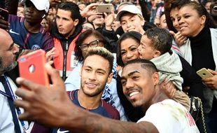 Le selfie de la discordante avec Malcom et Neymar.