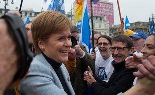 La Première ministre écossaise, Nicola Sturgeon, devant des milliers de manifestants rassemblés à Glasgow samedi 2 novembre 2019 pour exiger un nouveau référendum sur l'indépendance de l'Ecosse.